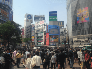 キレイモ渋谷道玄坂店は駅を出てスクランブル交差点を左、109方面へ進みます